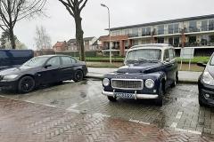 gasplein-met-oude-auto